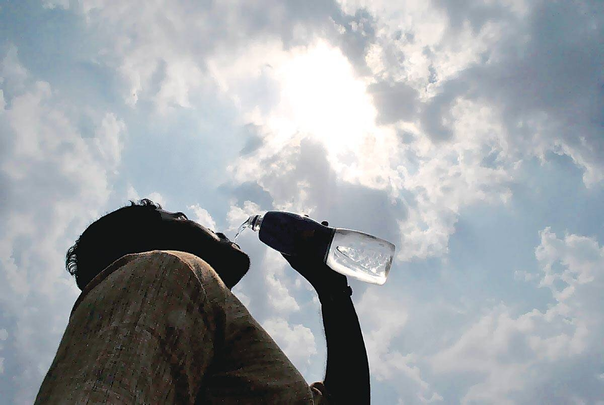 Mumbai: City sizzles at 38.7 deg C, adds to people's misery