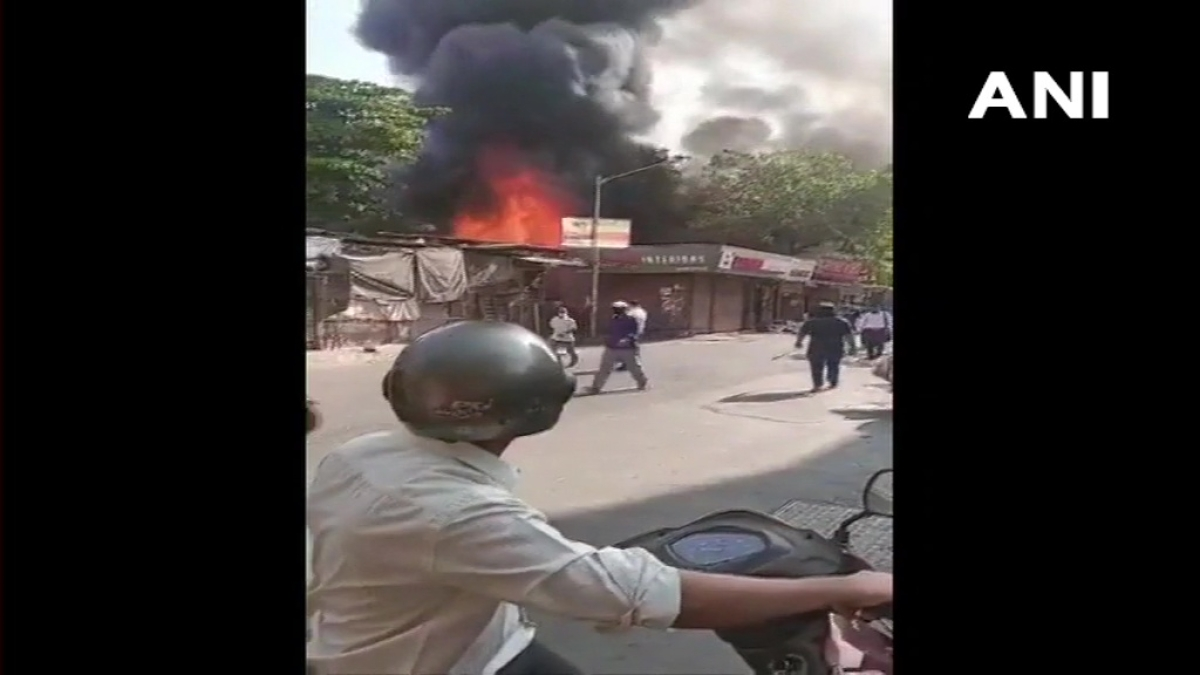 Mumbai: Fire breaks out at 7 cloth shops in Goregaon West