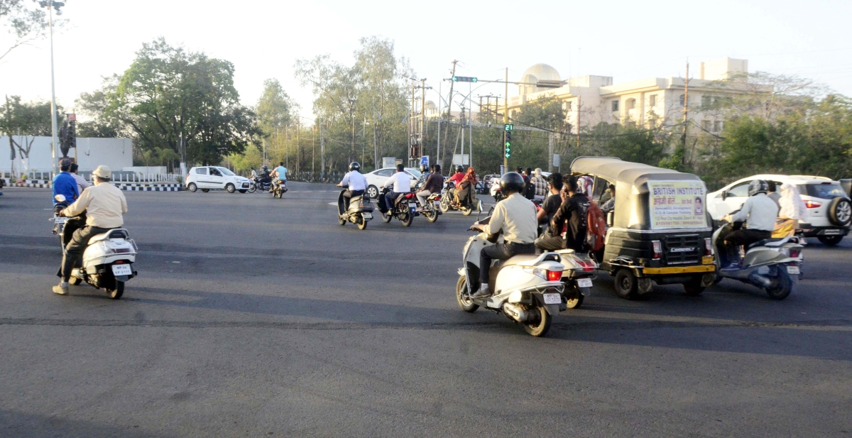 Bhopal: As traffic violations at Vyapam Square go unchecked, Smart City & Metro officials spar over laying of pillars