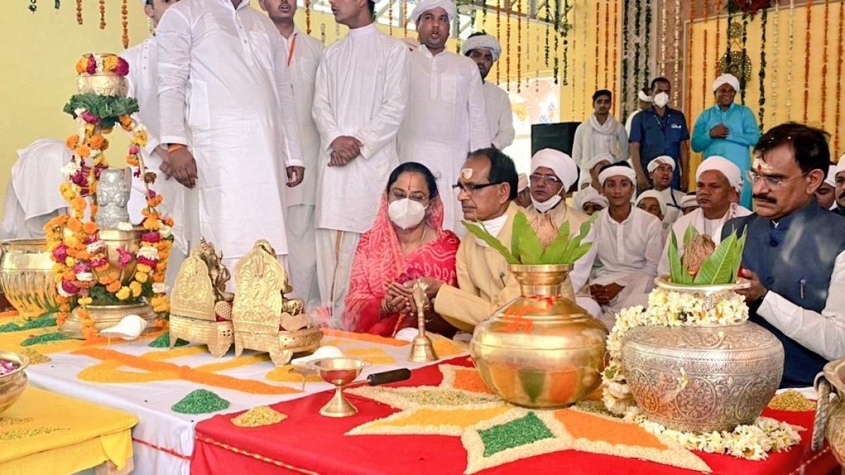 Maha Shivratri in Madhya Pradesh: Shivraj pulls chariot during 'Shiv Baraat'