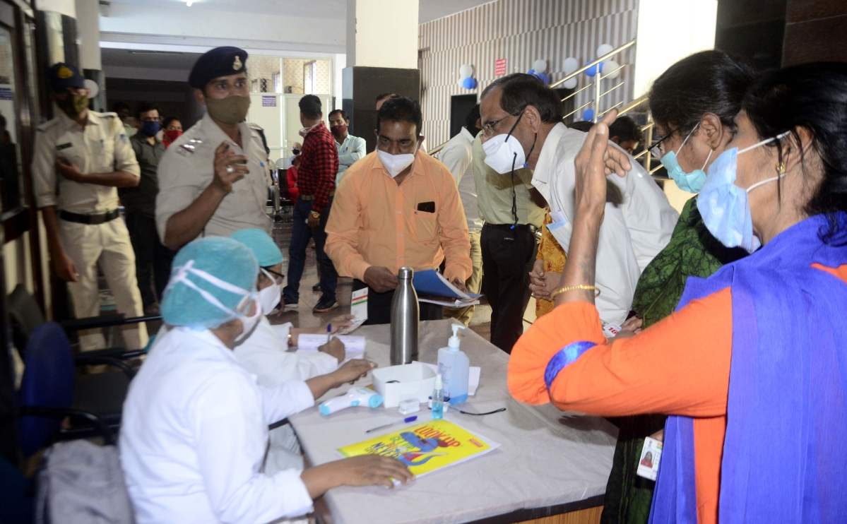 Bhopal: Not ready to wait, 60+ rushing to vaccine sites in big numbers