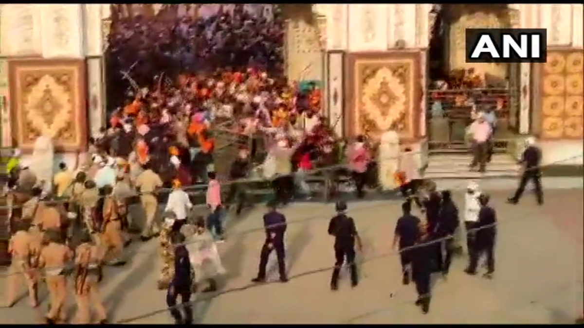 Maharashtra: 4 cops injured after Sikhs wielding swords attack them in Nanded