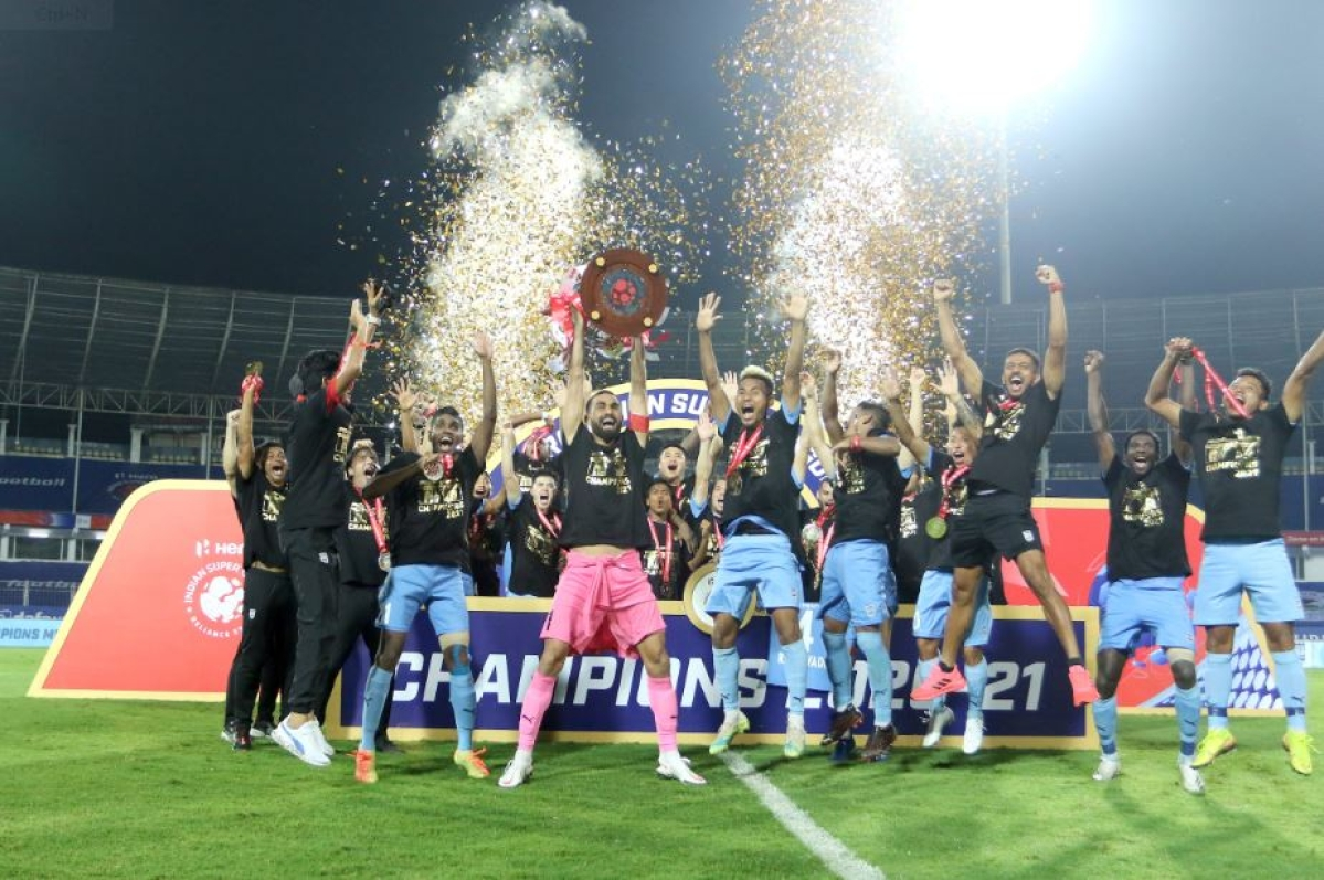 Hero Indian Super League: Mumbai crowned Champion; Lobera's boys muscled their dominance to clinch a double as they added the League Shield to the ISL title