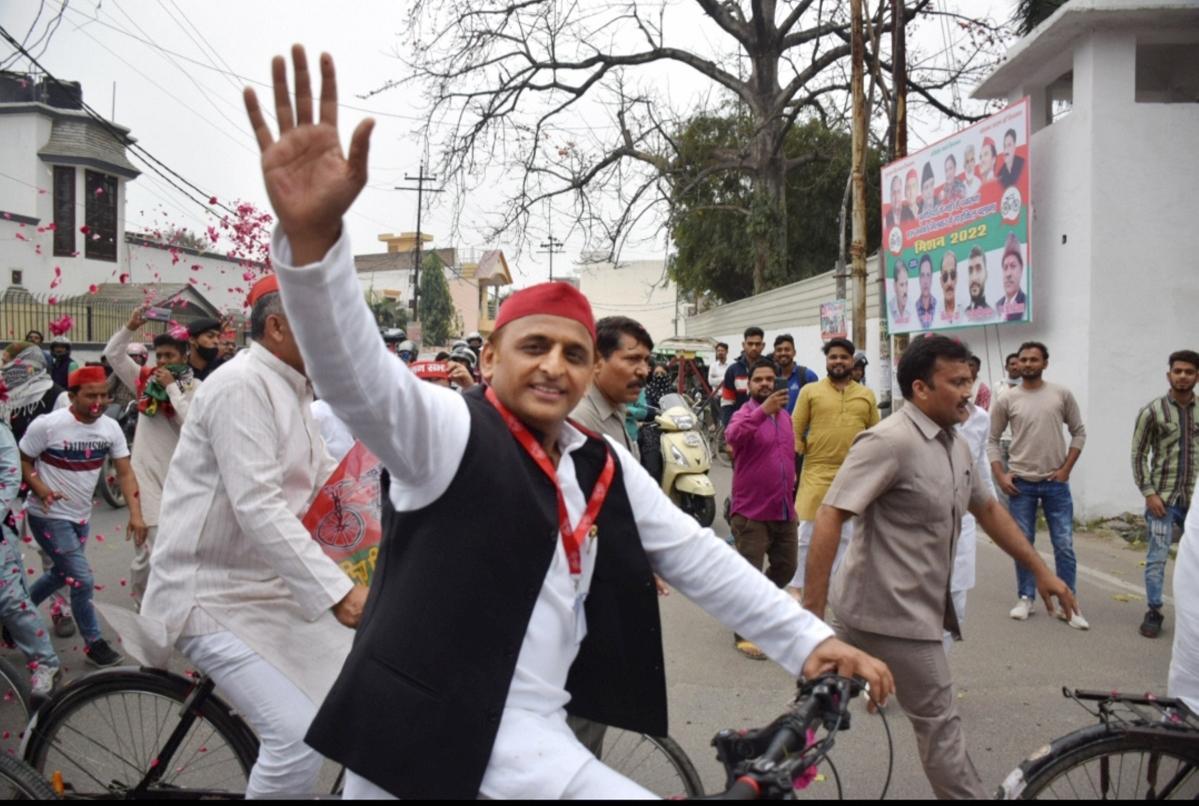 Uttar Pradesh: BJP slam Akhilesh Yadav after brawl at his press conference in Moradabad