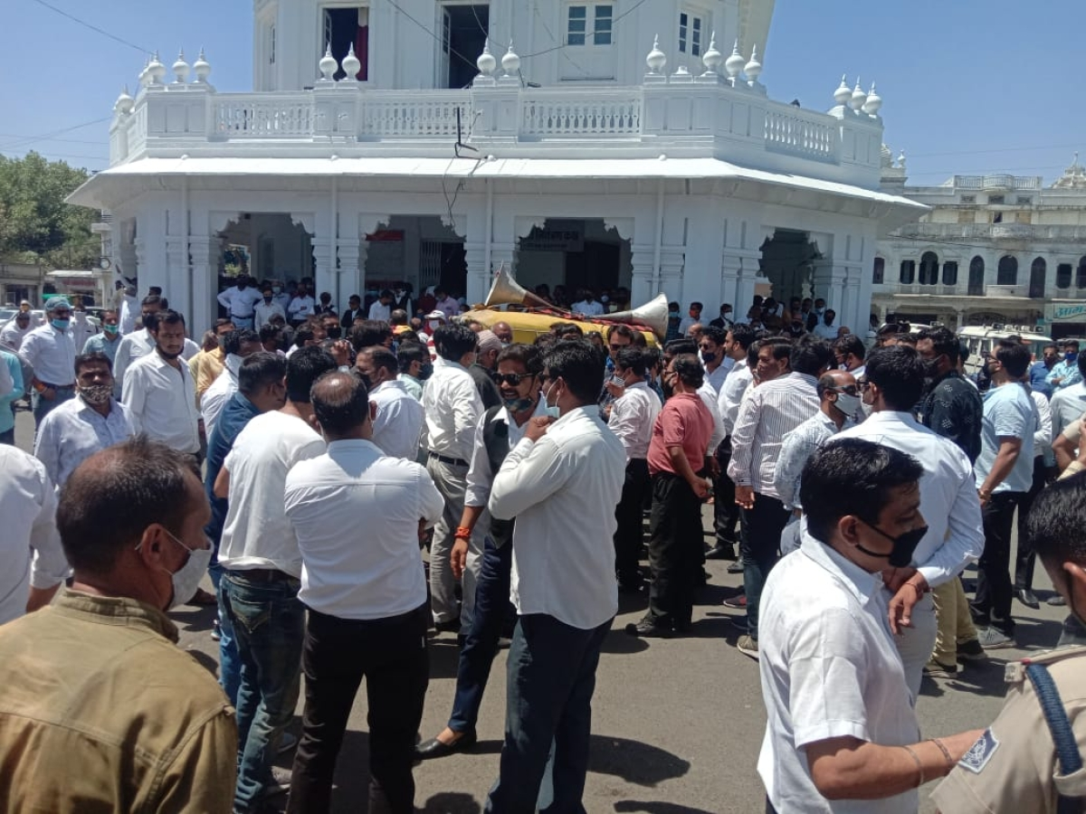 Ujjain: Bar Association protests against manhandling of lawyer, his kin