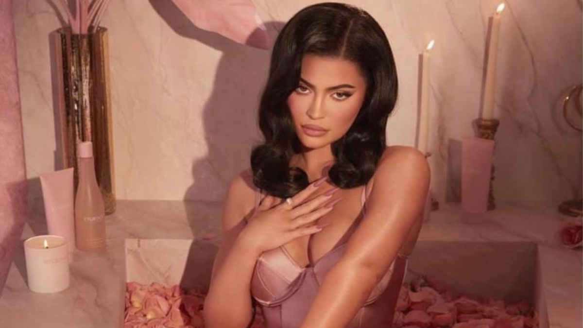 Kylie Jenner asks fans to donate money for make-up artist's surgery; gets trolled