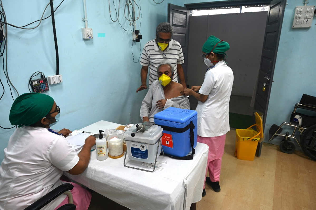 Mumbai: Will aim to vaccinate 3 lakh people daily, says Chief Minister Uddhav Thackeray