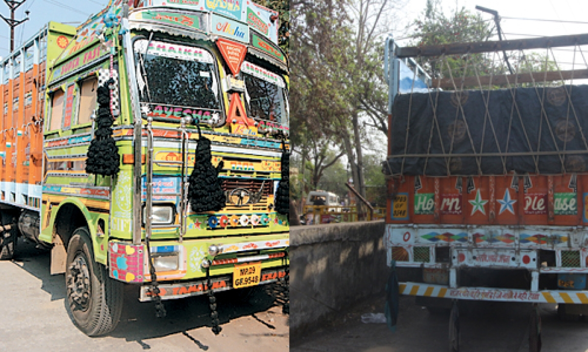 Ujjain: Truck laden with illegal sand brushes against vehicle of traffic DSP