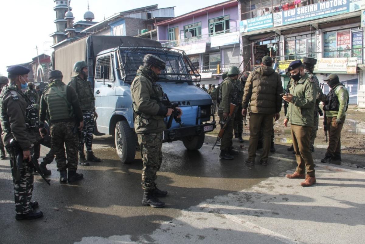 Jammu and Kashmir: 2 CRPF jawans killed, 3 injured in terrorist attack in Lawaypora