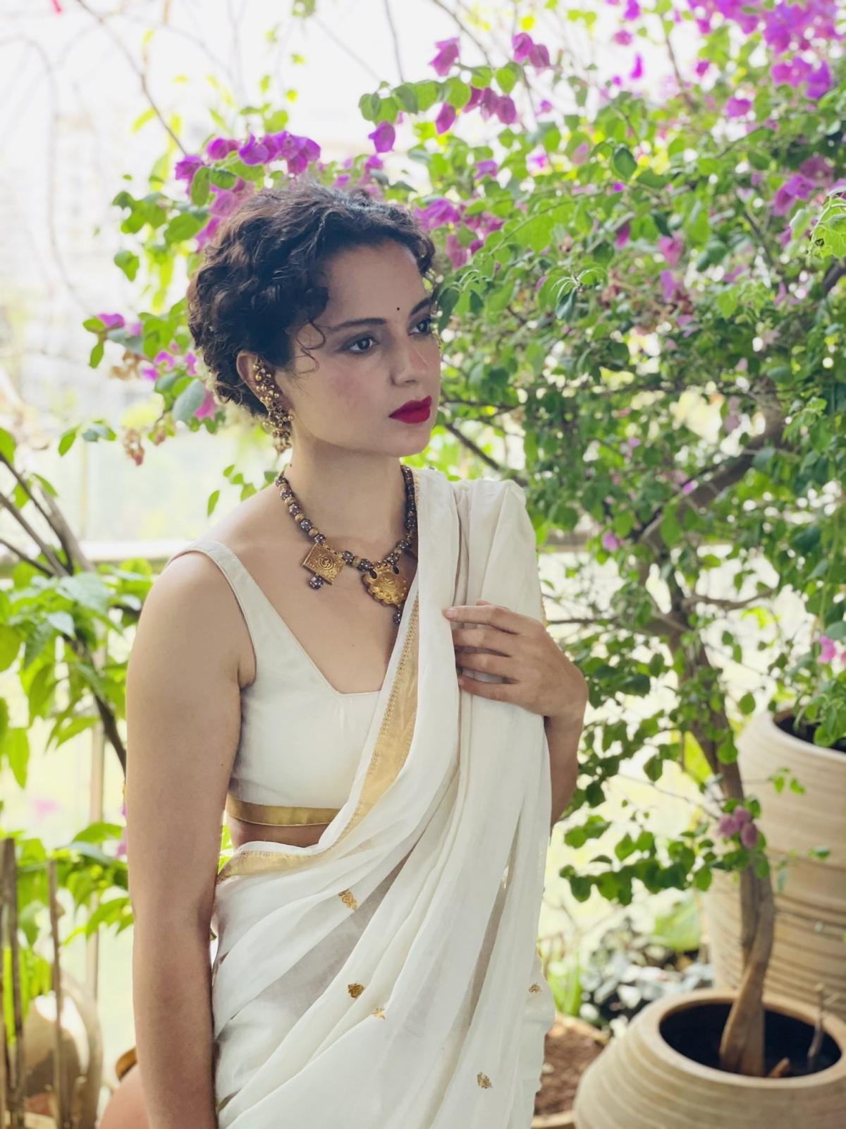 FPJ Fashion Police: Kangana Ranaut pairs white saree with Rs 7, 500 money clutch