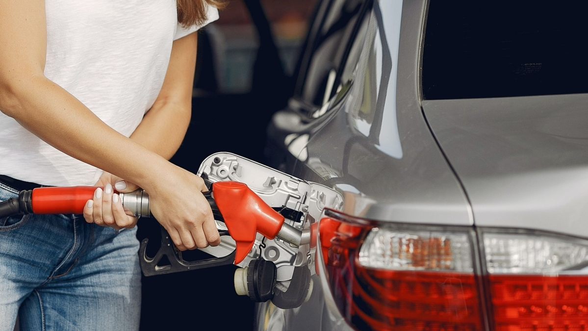 Petrol and diesel prices remain unchanged on May 3: Check fuel prices in Mumbai, New Delhi, Kolkata and Chennai