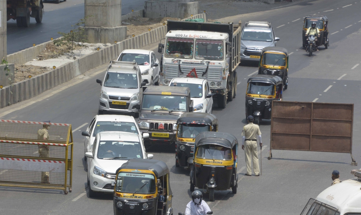 Weekend lockdown in Navi Mumbai: Cops take action against over 2,000 people, collect Rs 4 lakh as fines