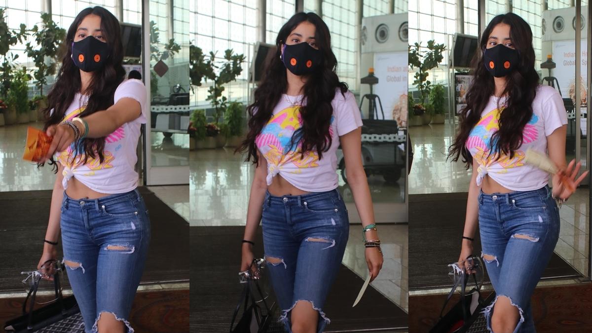 'Ajeeb lagta hai': Here's why Janhvi Kapoor was hesitant to pose for the paparazzi at Mumbai airport