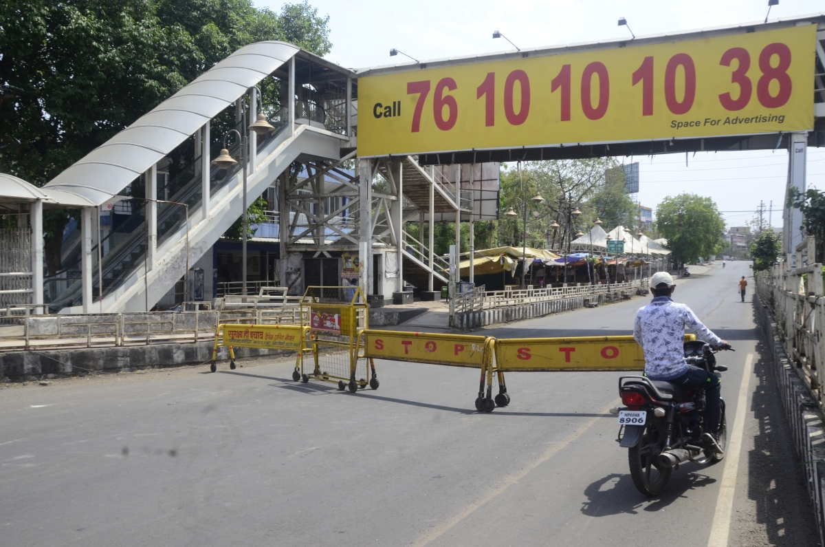 The roads were heavily barricaded to check vehicular traffic at Jyoti Talkies during the lockdown on Monday.