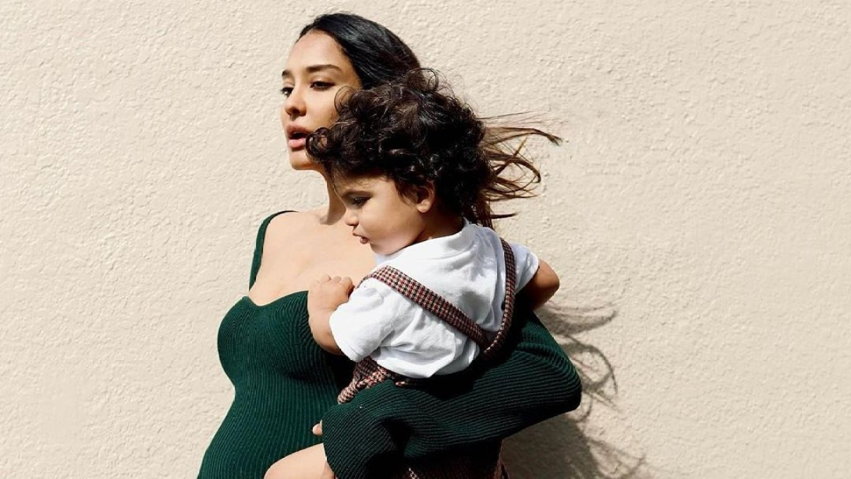 Mom-to-be Lisa Haydon took 'three pregnancies' to find the perfect dress for baby bump