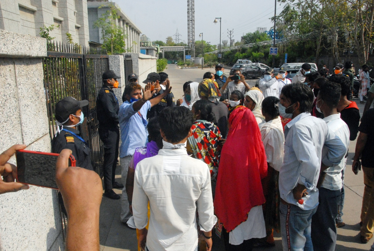 Family members of the corona victim stage protest outside AIIMS in Bhopal on Friday.