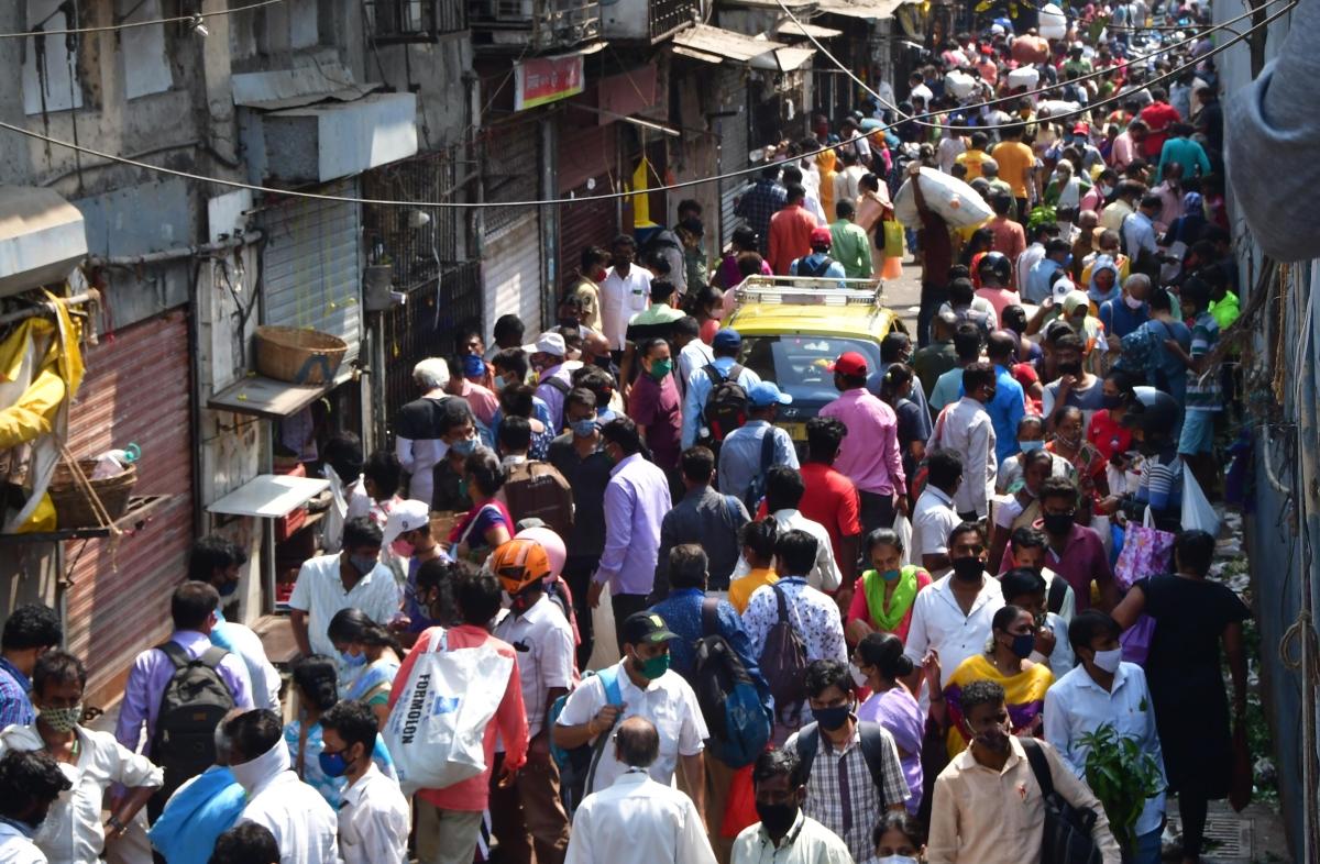 Mumbai: Traffic snarls on interior city roads, no rush on WEH during shopping rush
