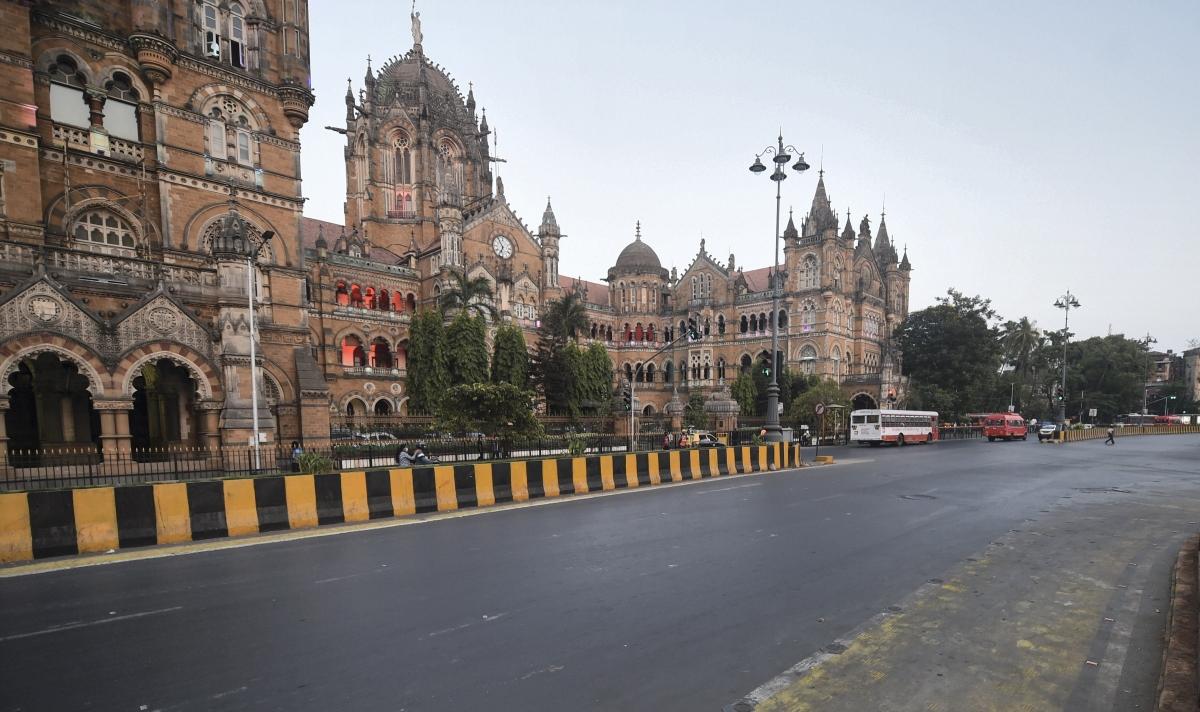 Mumbai: City streets near Chatrapati Shivaji Maharaj Terminus wear a deserted look during weekend lockdown, imposed to curb the surge in coronavirus cases in Mumbai, Sunday, April 18, 2021.