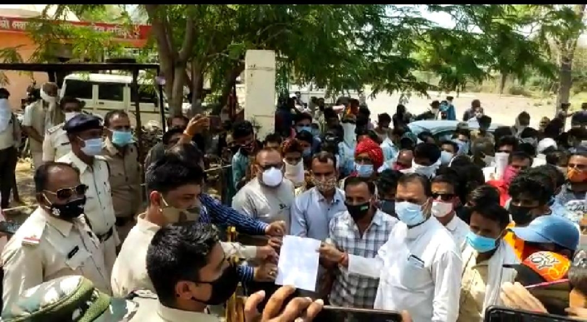 Madhya Pradesh: Villagers in Alot demand action against police brutality