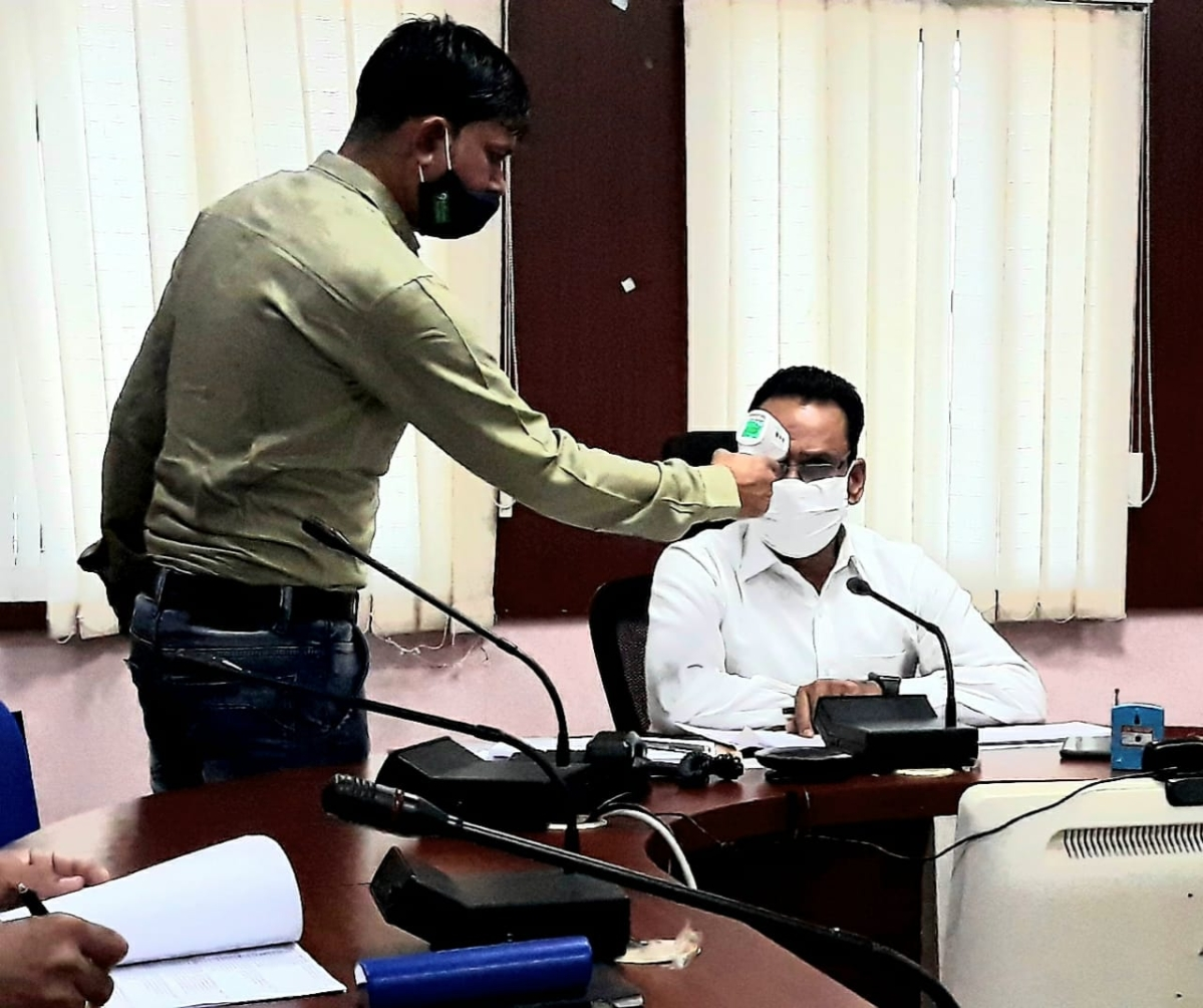 Barwani: Get vaccinated, collector tells officials as part of government bid to check corona