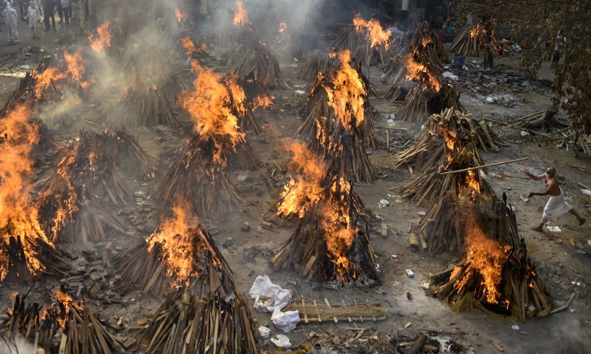 New Delhi: Mass cremation of COVID-19 victims and others at Gazipur Crematorium in New Delhi, Wednesday, April 28, 2021.