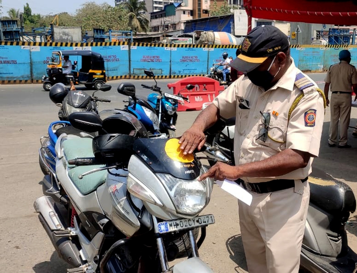 Mumbai: 286 persons booked for self-tagged sticker violation; police clear air on colour-coded sticker confusion