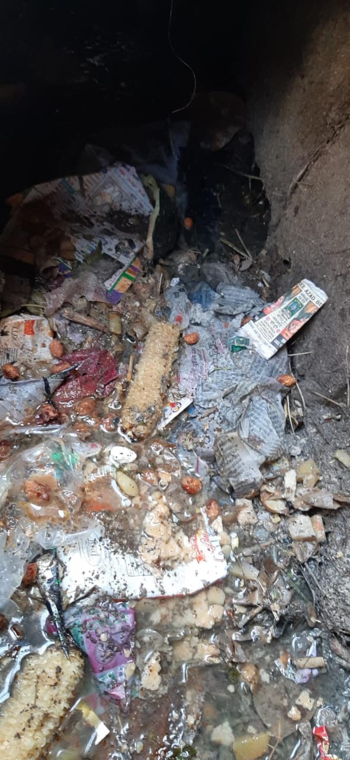 Garbage strewn in Alot