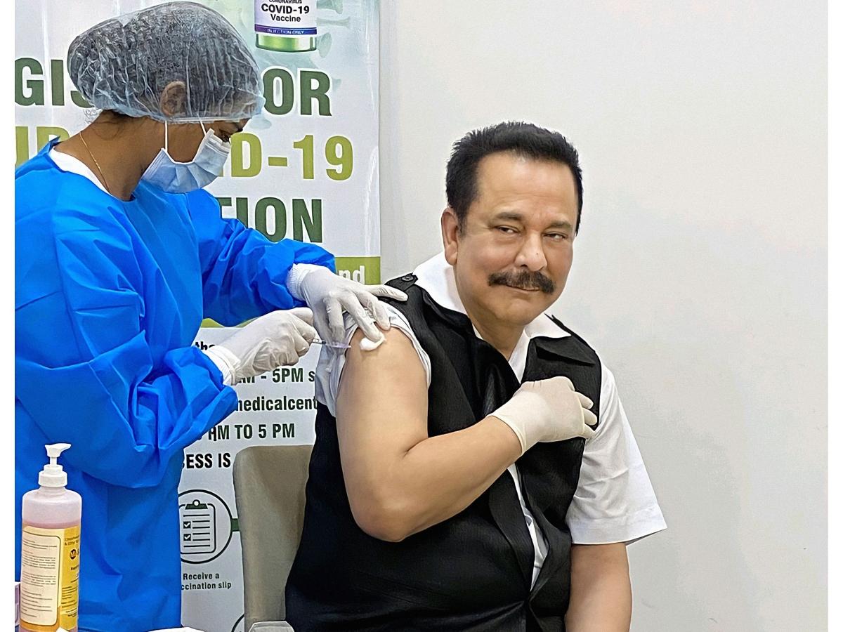 File image of Subrata Roy Sahara taking COVID-19 vaccine