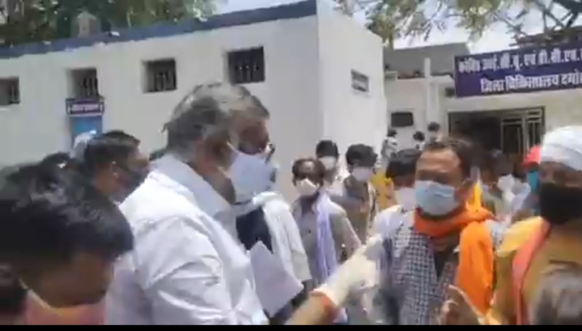 Bhopal: MP Union minister Prahlad Patel threatens youth with slap after he complains about oxygen cylinder