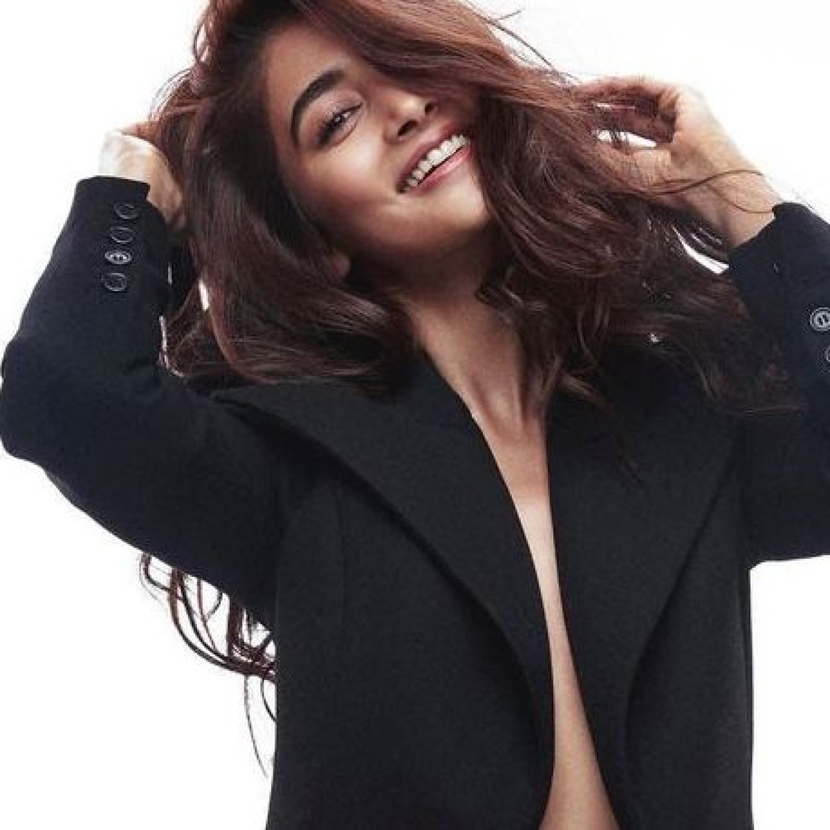 Sexy Pooja Hegde treats fans with a 'no bra' picture amid COVID-19 recovery