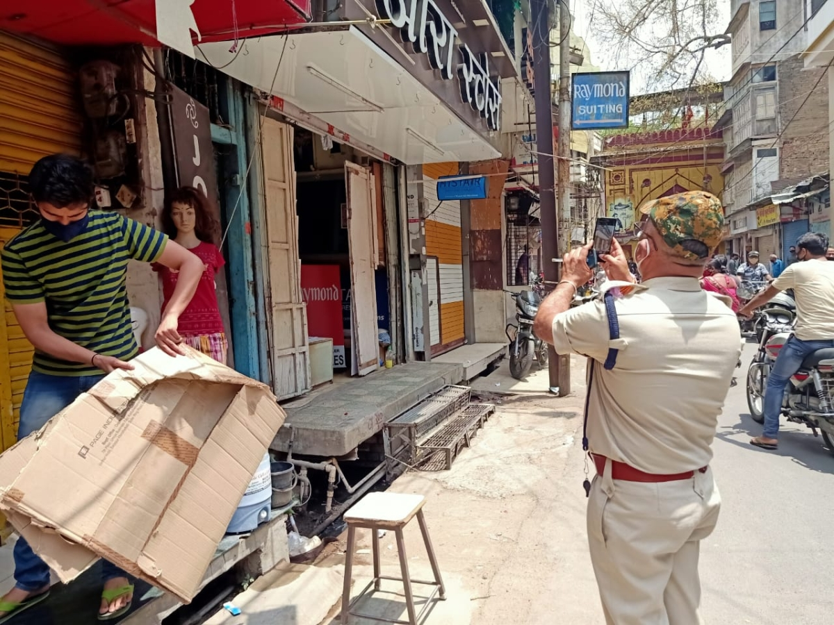 ASP Amarendra Singh documents the situation in the Kanthal area as shopkeepers flout corona curfew. (Representative Photo)