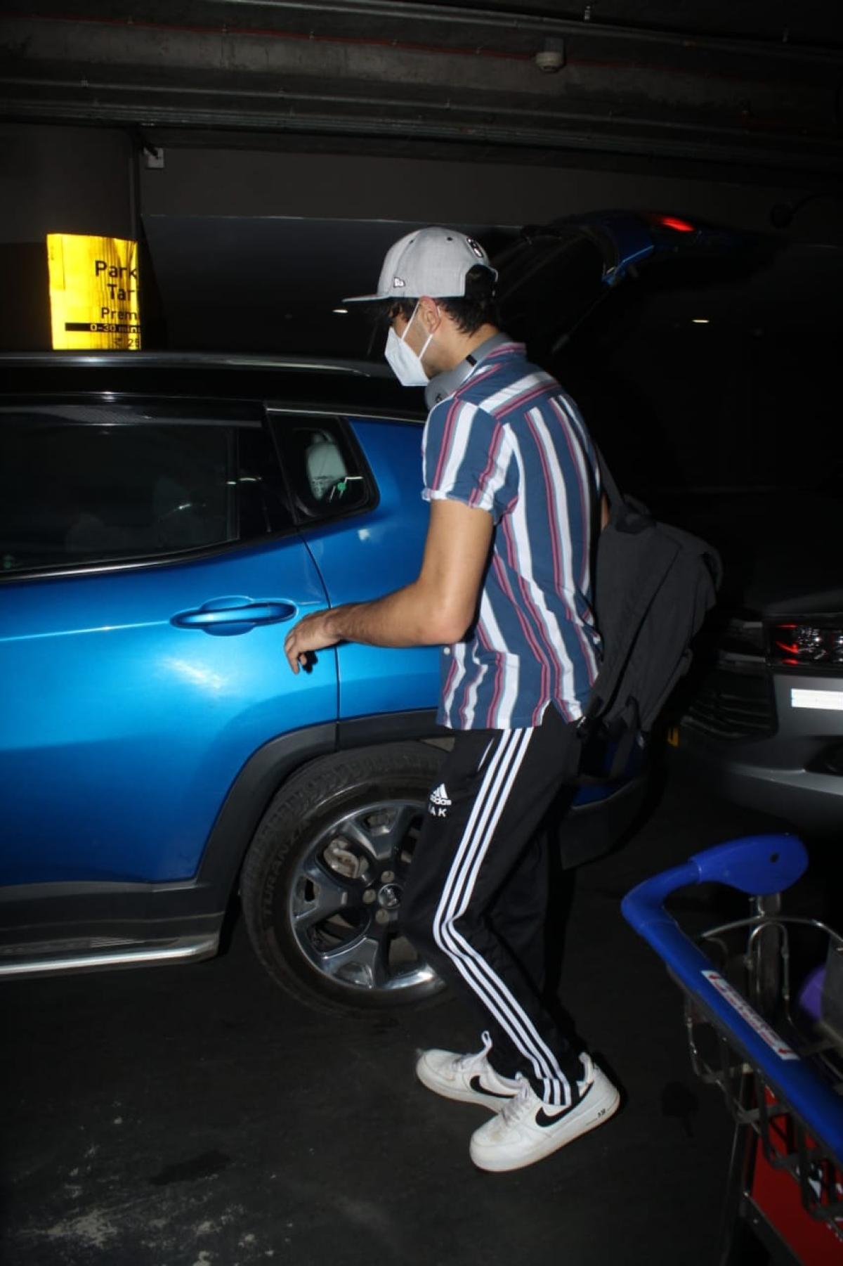 In Pics: Sara Ali Khan, Ibrahim and Amrita Singh spotted at Mumbai airport