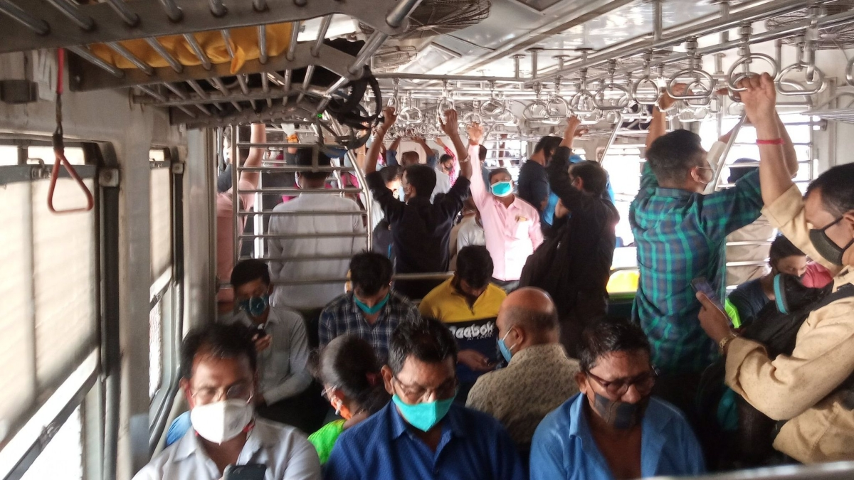 Mumbai: Local trains continue to run packed despite rising COVID cases