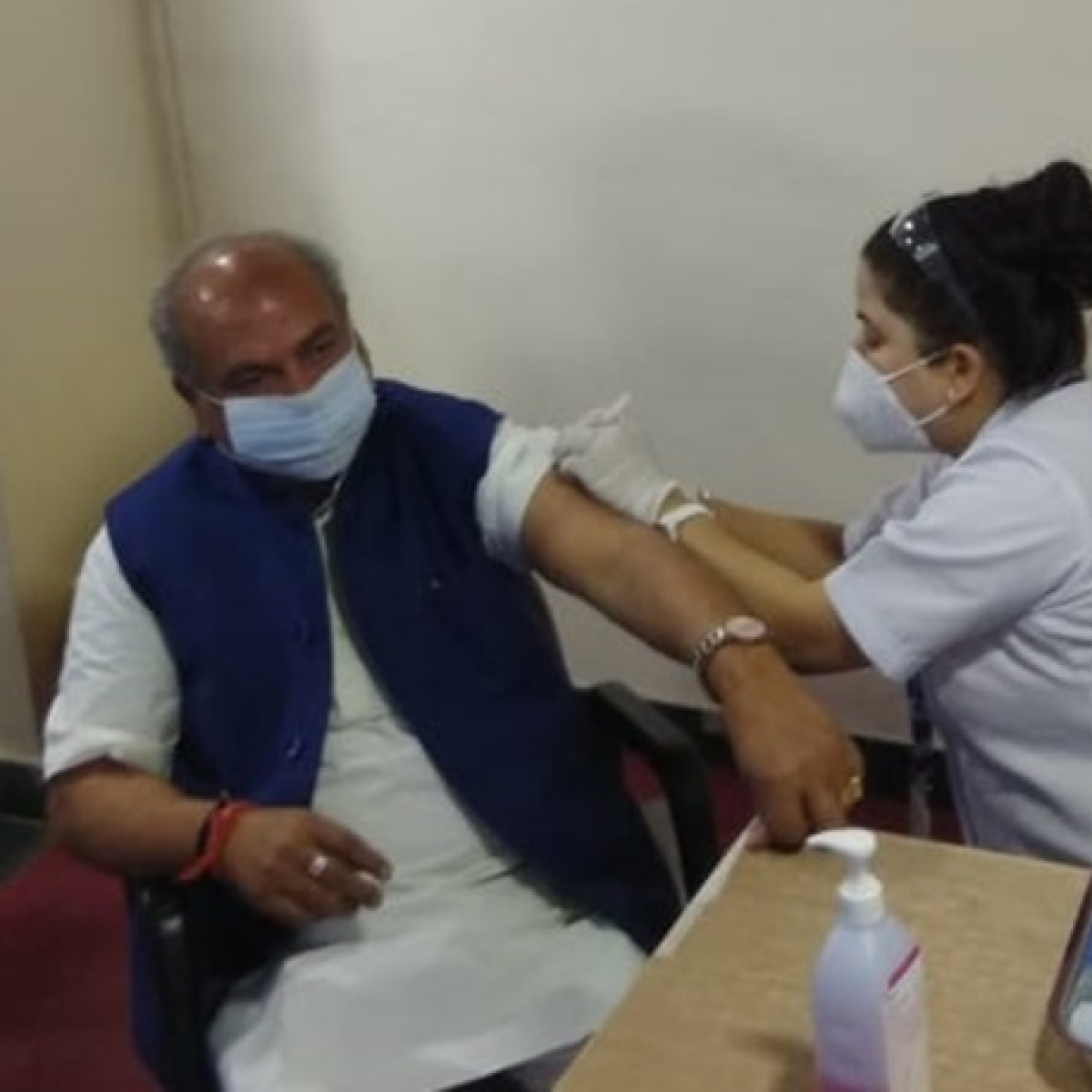Union Minister Narendra Singh Tomar receives second dose of COVID-19 vaccine