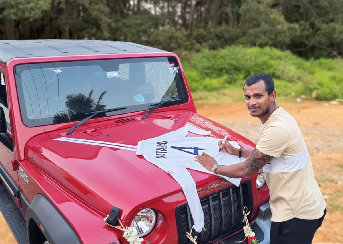 'They've made it possible for future generations to dream': Anand Mahindra gifts THAR to T. Natarajan, he replies with signed Gabba shirt