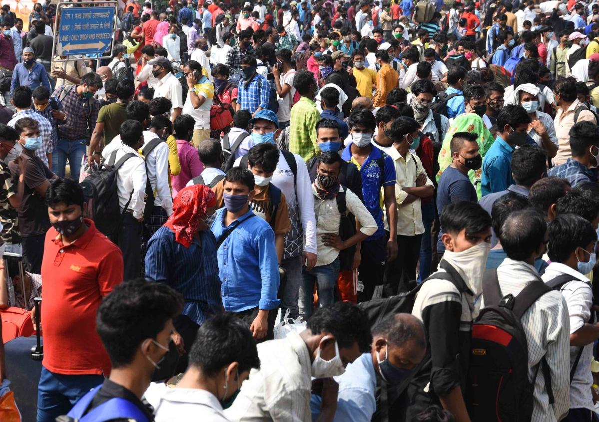 Uttar Pradesh: Yogi Adityanath govt slams Arvind Kejriwal for deliberately leaving thousands of migrant labourers at state borders