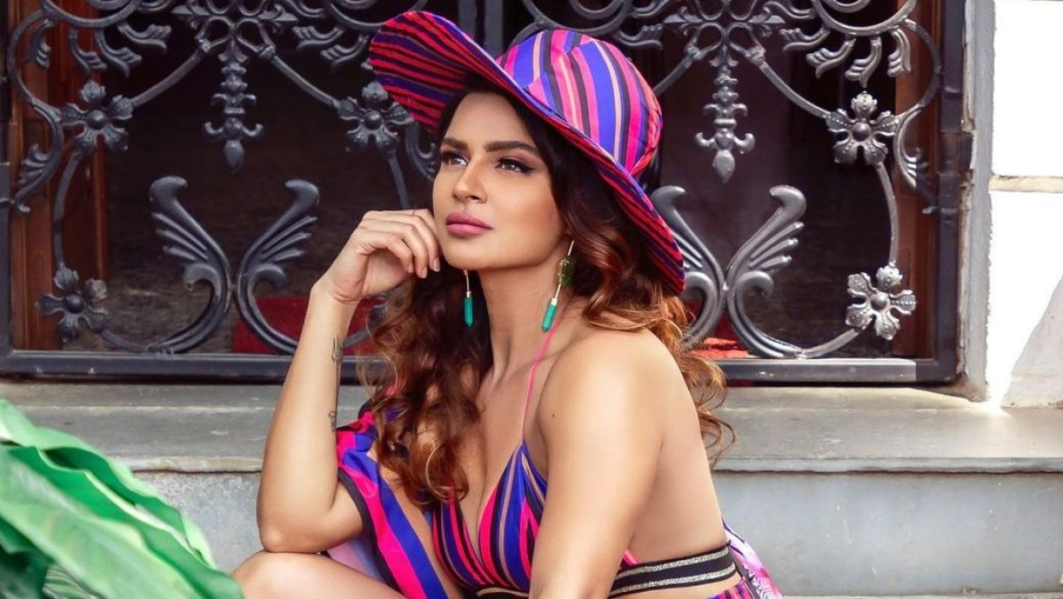 Television actress Aashka Goradia quits acting for THIS reason
