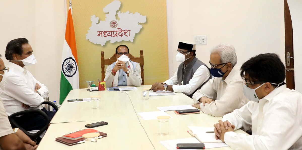 Chief Minister Shivraj Singh Chouhan presides over a corona review meeting at Mantralaya, in Bhopal, on Monday.