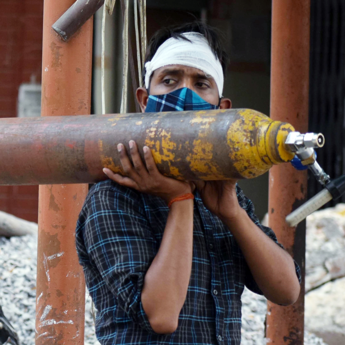 'Cry for help': Delhi's oxygen crisis continues as multiple hospitals sound alarm over dwindling supply