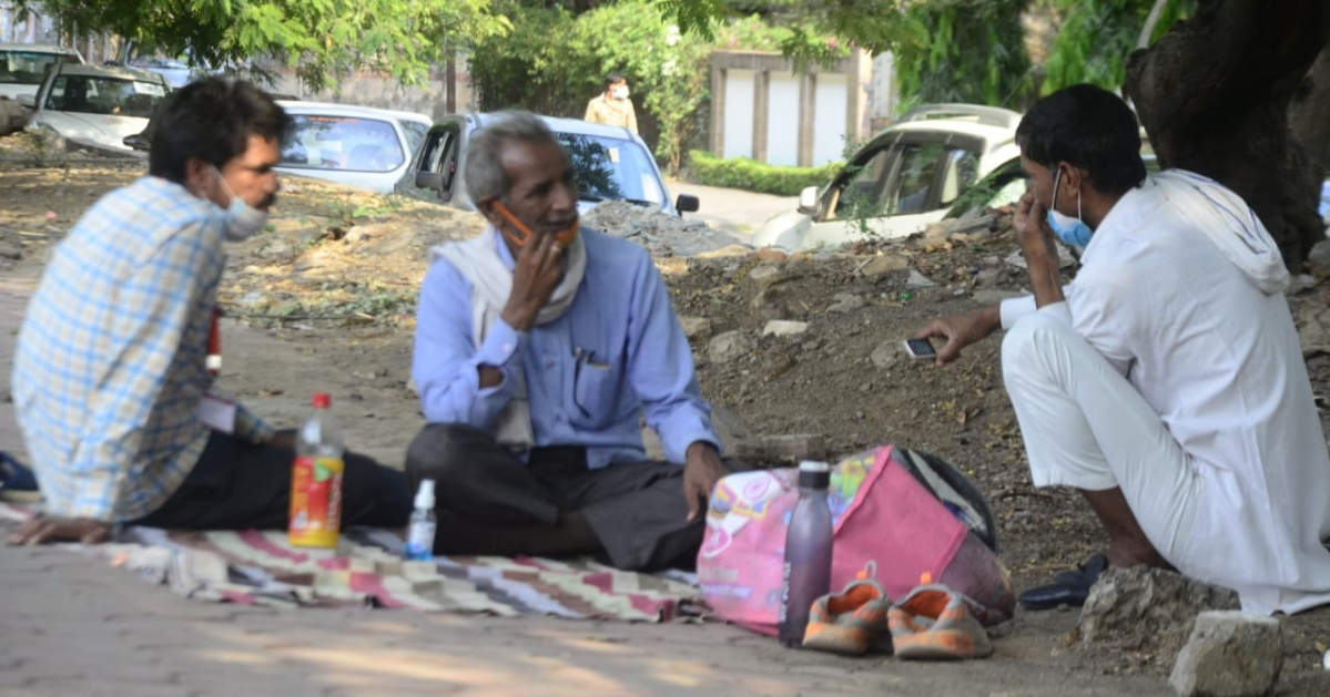 Patients' kin from remote areas of Madhya Pradesh sleep under trees and on the pavement