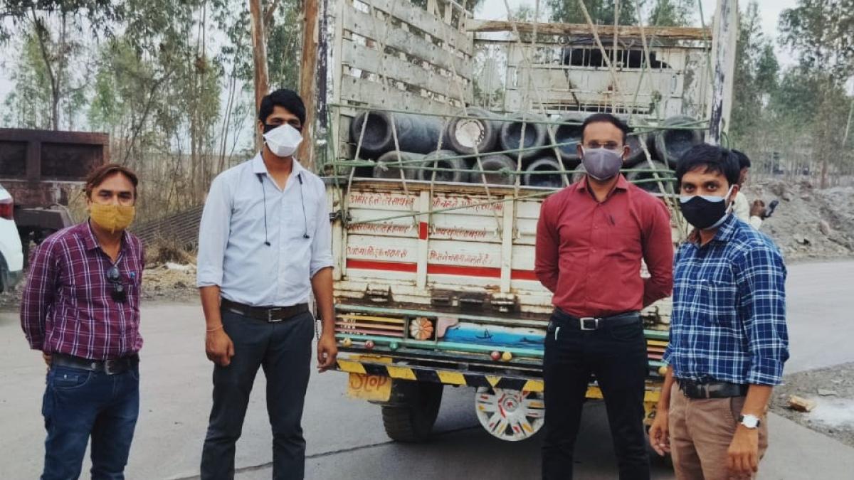 Madhya Pradesh: 387 oxygen-filled cylinders reach Khargone, officials appointed as in-charge of oxygen supply in hospitals