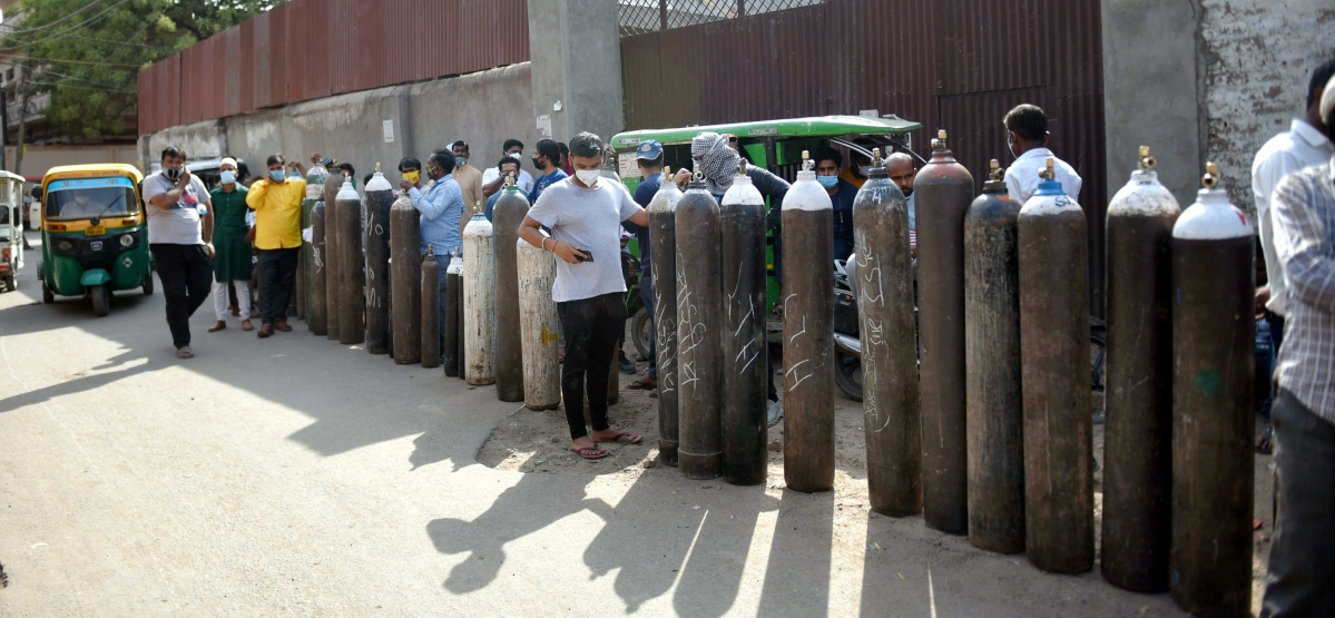Lucknow: Family members of COVID-19 patients wait to refill cylinders with medical oxygen at a plant, as coronavirus cases surge in Lucknow, Tuesday, April 20, 2021.