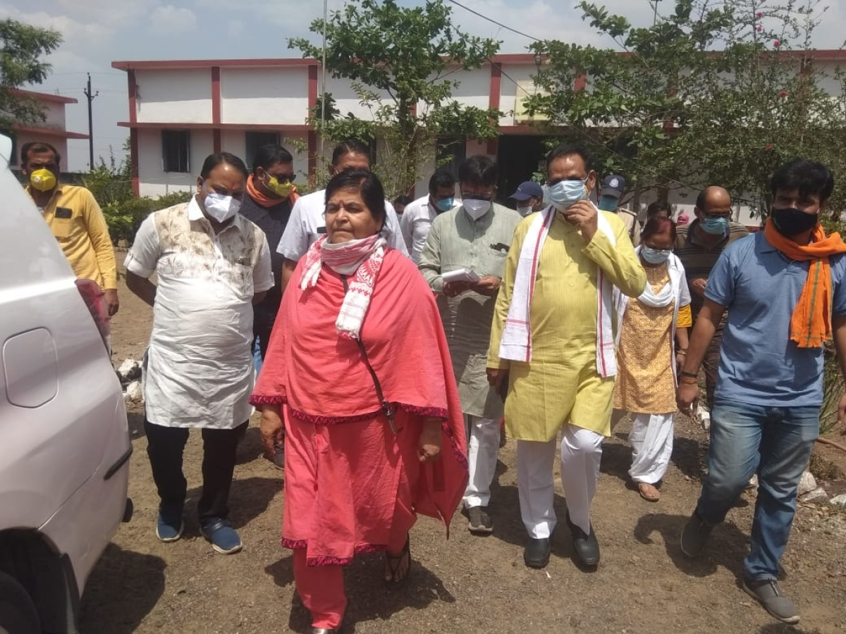 Madhya Pradesh: Minister Usha Thakur moves without mask at Covid Care Centres in Bagli