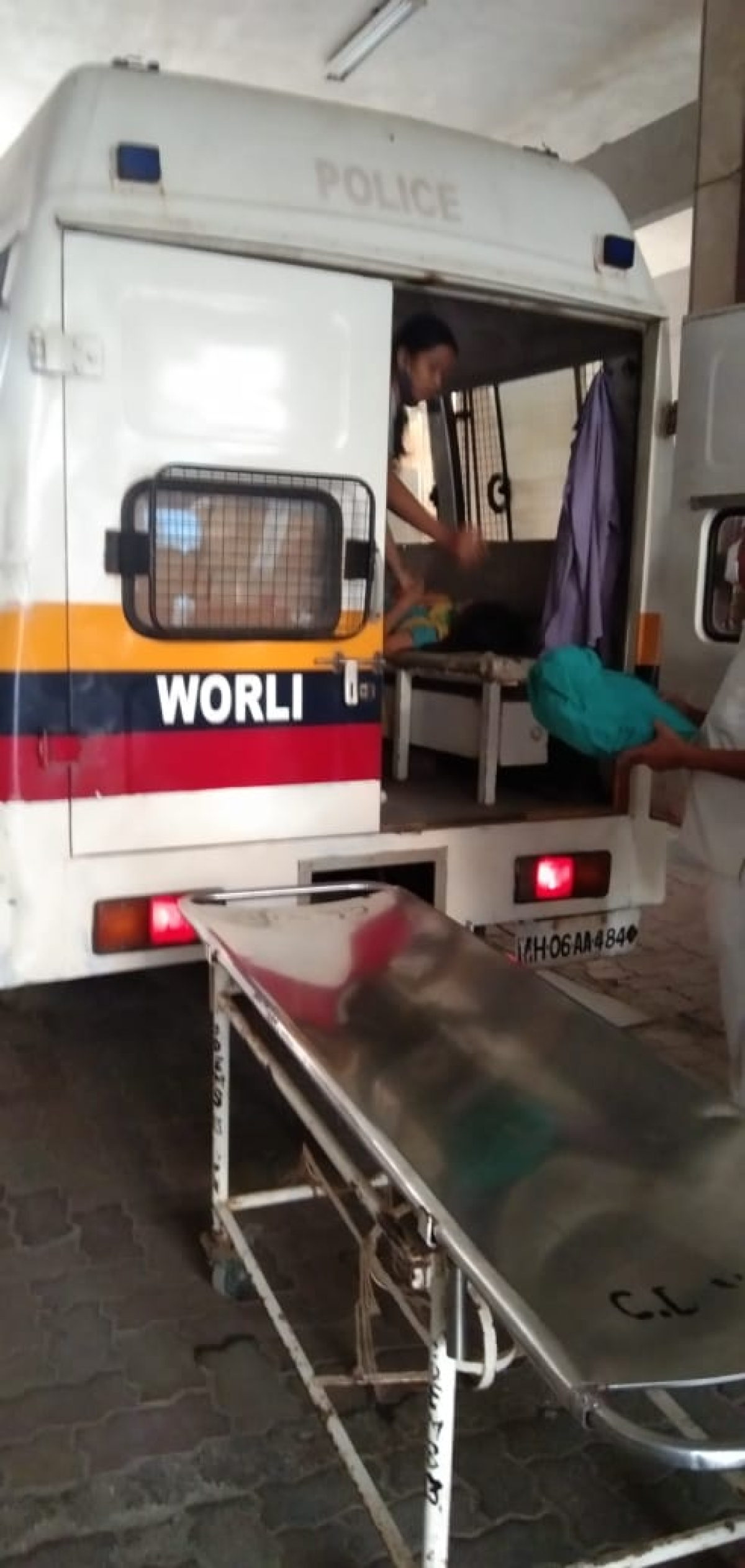 Woman safely delivers baby girl inside Mumbai police van