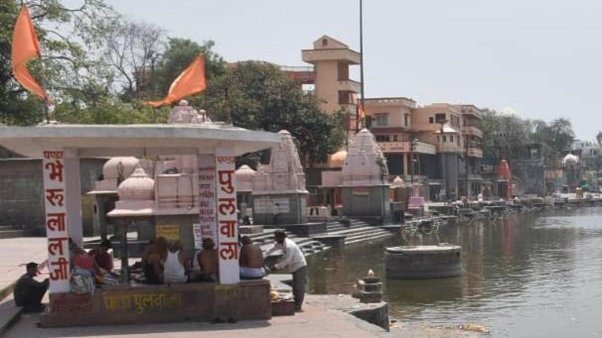 Pind daan and tarpan rituals underway at Ram Ghat on the banks of Kshipra river amid lockdown