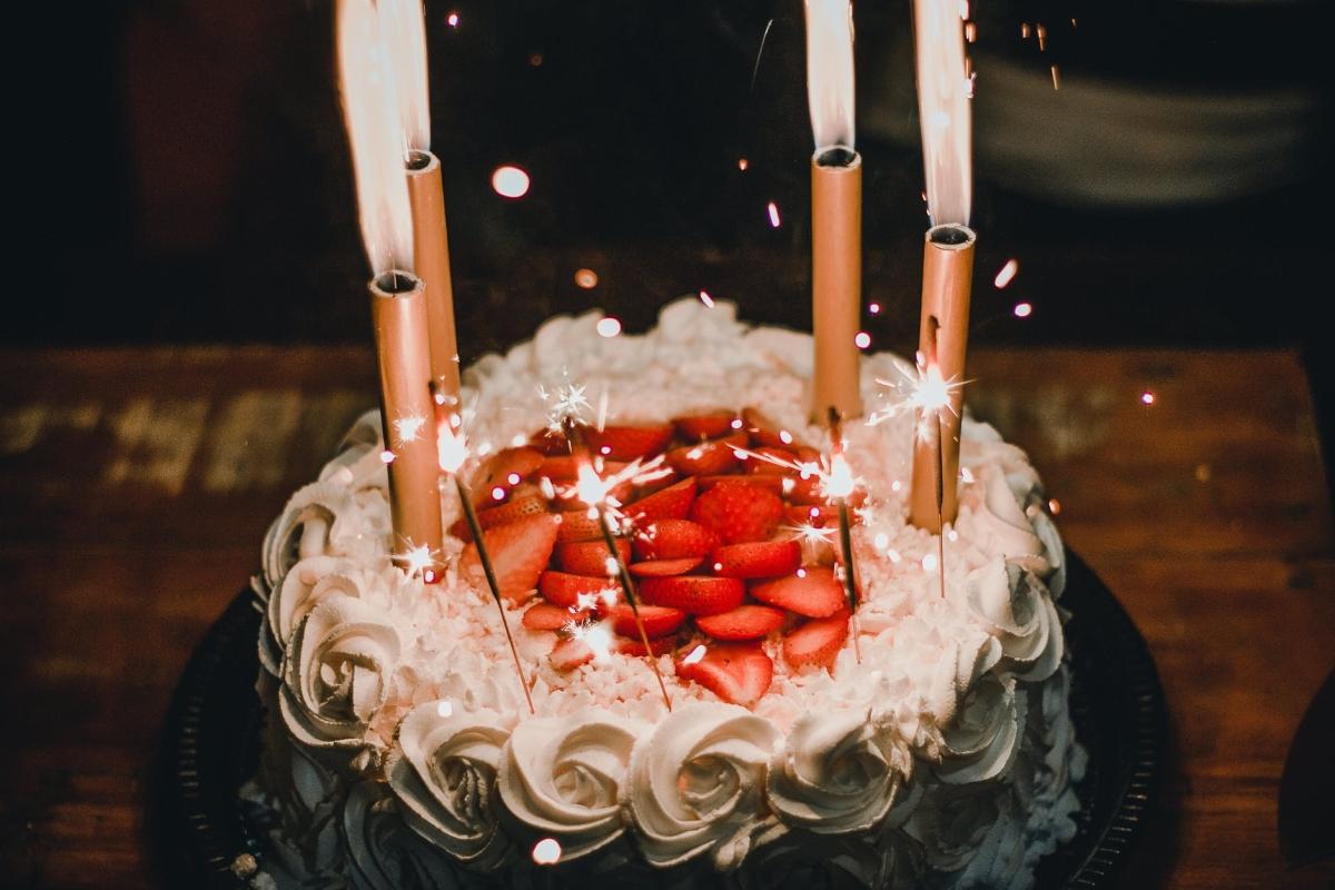 Mumbai Police sends cakes to celebrate birthdays amid lockdown