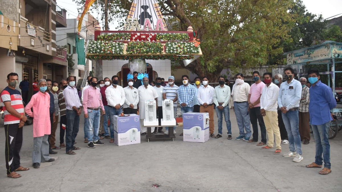 CHARITY AMID CRISIS: Members of Bairwa Samaj gifted two oxygen concentrator machines for corona patients in Ujjain on Monday