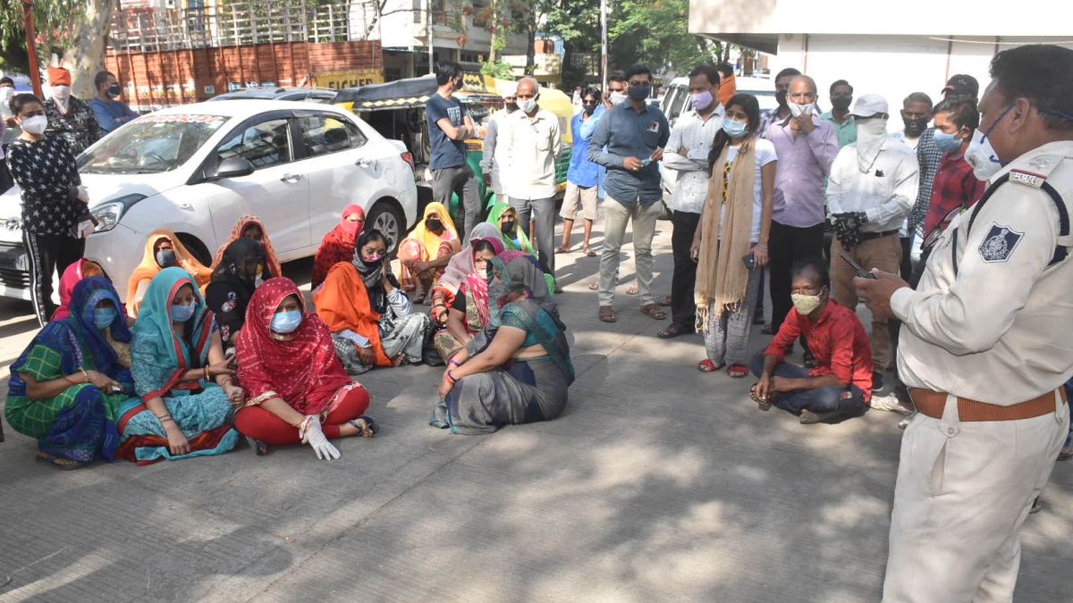 Kin of deceased woman staff of commercial tax department stage dharna outside Government Madhav Nagar Hospital