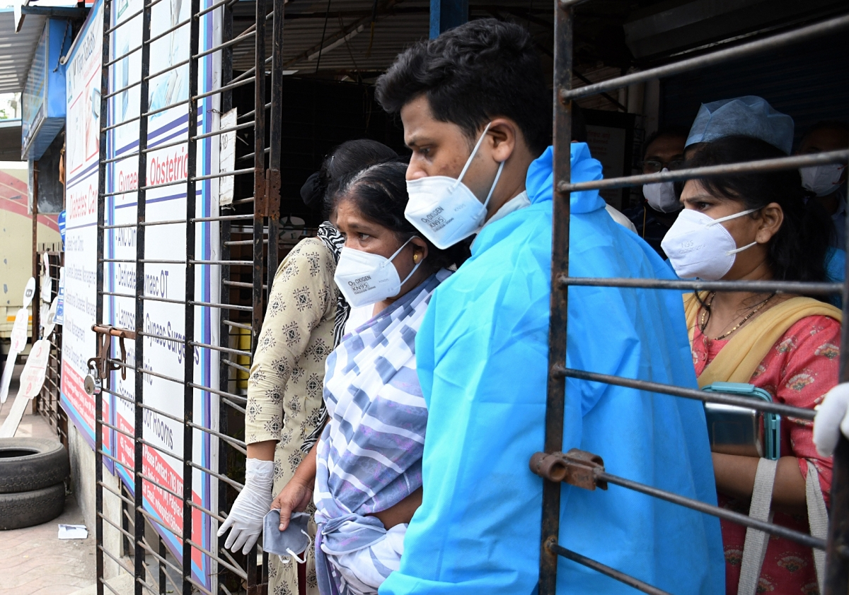Maharashtra, April 23 (ANI): Patients being shifted from Vijay Vallabh COVID care hospital after 13 people have died after a fire broke out inside Intensive Care Unit (ICU), in Mumbai in the wee hours of Friday. (ANI Photo)