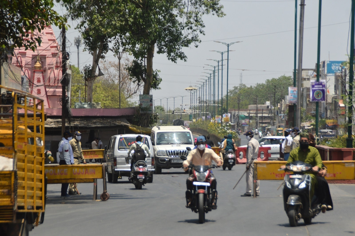 P2: ORDER OF THE DAY! It was traffic as usual on Agar Road near Chimanganj Krishi Upaj Mandi in Ujjain on Thursday. While commuters continue to throw the norms of Janta Curfew to the wind and the local administration, too, has failed miserbaly to keep tabs on their movement on the prime roads of the city